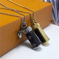 Perfumy Butelka Naszyjniki Europa Ameryka Moda Styl Lady 316L Stal Titanium Grawerowane List Plated Złoto Z Singlem