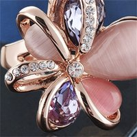 Joyería de moda de estilo europeo y estadounidense gran anillo de ópalo de pétalo con incrustaciones con incrustaciones con múltiples zircones joyas de alta calidad1 946 Q2