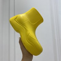2021 Últimas botas de mujer Botas de caramelo Zapatos impermeables de goma para mujer Caminata para mujer Tobillo lluvia ocio grueso fondo aumento de tacón corto Puddle Moda de lujo 35-40