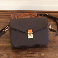 Bolsas de hombro para hombre Diseñadores de cuero de lona Messenger Bag Famous Postman Classic Handbag Maletín Crossbody Buena Calidad