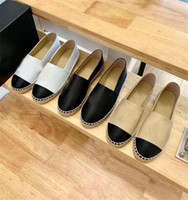 مبيعات المصنع مباشرة 2021 تصميم فاخر أزياء المرأة الأحذية النسائية تنفس جلد عارضة أسود جودة عالية سترو الصياد رباط الحذاء مربع 35-40