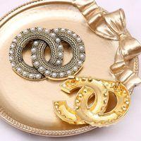 Designer Brosche Marke Buchstaben Diamant Broschen Pin Geometrische Luxus Frauen Charme Kristall Strass Perlenstifte Für berühmte Hochzeitsfest Jewerlry Zubehör
