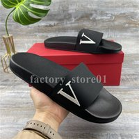 2021 V Kelime Erkek Bayan Terlik Yaz Sandalet Plaj Slaytlar Düz Eğlence Terlik Bayanlar Sandali Banyo Ev Ayakkabı Klasik Saplama Siyah Spike Baskı Beyaz Pembe