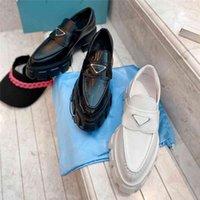 2021 أحذية مصمم أحذية جلد لامعة المتسكعون منصة أحذية رياضية أشار عارضة الأحذية مثلث شعار رياضة مفتوحة حافة الخرز البغال مع مربع