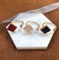 Роскошный дизайнерские кольца для женщин-пасьянс Кольцо высокого качества Кольца с боковыми камнями Партия Подарок Аксессуар Аксессуар Ювелирные Изделия 3 Цвета