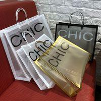 10pcs 두꺼운 큰 비닐 봉지 26x23cm 흑백 문자 격자 쇼핑 보석 포장 가방 핸들 210331 플라스틱 선물 가방