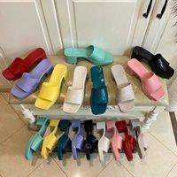 2021 Jelly High-Heeled Playa Sandalias Slippers Summer Designer Mujeres Zapatos de tacón más grueso Cuero 100% Patente Lady Media Slipper Metal Lux