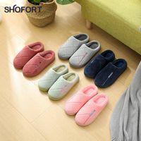 Pantofole piatte di Shofort per le donne 2020 Fashion Flock Color Solid Color All-Match Scarpe da donna antiscivolo Soft Soft Adden Indoor Furry PantofoleS J1205