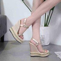 Niufuni Gold Ladies Sandals Platform Женщины Обувь Летние Высокие каблуки Ремешок на каблуках Чауссуры Femme Заклепки клинья 210619 6CZ1