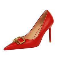 Mujeres de boda vestido de fiesta zapatos bombas rojo abajo mujer alto talón talón dama hebilla de metal patentado plataformas de cuero peep toe tacones de lujo soledo diseño