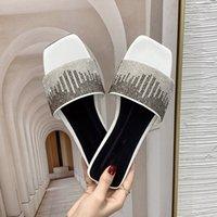 Женские летние плоские тапочки элегантные дамы квадратный носок скользиты за пределами обуви Женский кристалл Bling Sandals мода женская обувь 2021