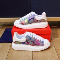 2021 Designer Sandal Shoes Rhyton Beige Men Trainer Vintage Sneakes With Box Tofflor Kvinnor Sandaler Fashion Beach Flat Non-Slip Classical Hole Storlek 35-45 288