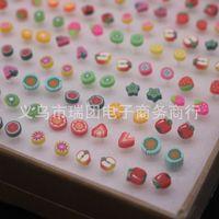 Pendientes de arete de forma de fruta linda para niñas Lot mezclado Pendientes de arcilla de polímero 100 pares al por mayor 620 T2