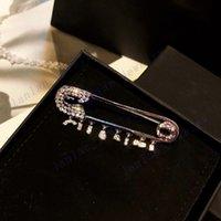 L-C12 디자이너 브로치 클래식 로고 고품질 핀 편지 브로치 박스