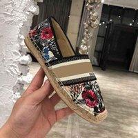 النساء الأقدمات عارضة الأحذية espadrilles الصيف المصممين السيدات شقة الشاطئ نصف النعال أزياء المرأة المتسكعون الصياد قماش الحذاء مع مربع