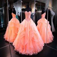 2021 Coral Ball Gowns Quinceanera Kleid Schatz Masquerade Ballkleider Kristall Perlen Korsett Organza Rüschen Langer Prom Kleid Sweet 16 JVWWH