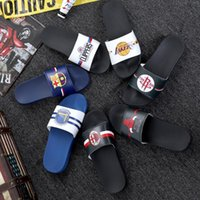 Pantofole di calcio da basket Logo Pantofole sportive Brand Designer Mens Moda comodo Sandali in gomma Sandali Beach Slide Slittamento antiscivolo Flip flops Outdoor Home