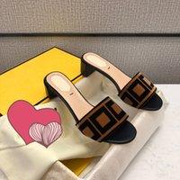 2021 الصنادل النعال النسائية مصنوعة من الجلود وحيد مواد جيدة وصنعة رائعة. هذا زوج من أحذية جديرة بالثقة 35-42