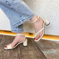 2021 Womens Designer Gladiador Sandálias Mulheres Sandália Rebite Sapatos Preto Vermelho Nude Branco Branco Marca Italiana Sexy Extreme High Saltos Bombas