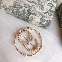 Nouvelle lettre Diamond Broche Version Haute Matériau en laiton Net Rouge Net Tempérament de style