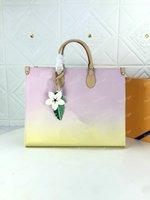 OntheGo GM MM PM TOTE Womens Luxo Designer bolsa de bolsa de ombro com flor charme grande capacidade em movimento m57639 m57641 m57640