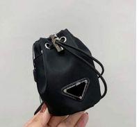 2021 New Luxury Damen Key Ring Handytasche Damen Crossbar Mini Bag Lange Kette Schultergurt Messenger Bag Kordelzug Klassische Handtasche Barrel Taille Schlüsselanhänger