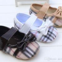 新しい古典的な格子縞の赤ちゃんガールシューズ綿の滑り止めの幼児の靴春秋の赤ちゃんの靴プリンセスガールファーストウォーカー
