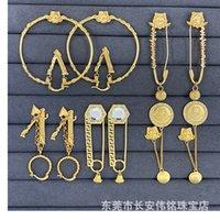 Fan Jiamei's Head Maze Diamond Brooch Femmina Orecchini a forma di V Dual-Shoil
