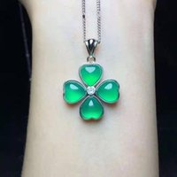 Pendant Necklaces Exquisite All Natural Green Four-Leaf Clover Shape Glacial Bright Clear Transparent Chalcedony Necklace