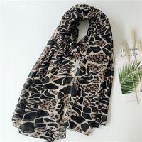 Bufandas Mujeres Clásico Leopardo Plaid Impreso de algodón Voile Lunar Dot Design Shawal Damas de gran tamaño Soft Wrap Bandana Hijab