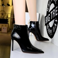 New Martin boots, long British style women's shoes, round toe shaping outsole, shoe body with top oil leather soft fabric, professional design team production.