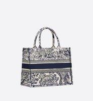 ファッションウェディングデザイナーバッグ高級ハンドバッグショルダーバッグ高品質本革ストラップメタルペンダントの女性メッセンジャー牛革ハンドバッグ