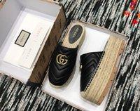 2021 Projektant Luksusowy kapcie Kobiety Sandały Moda Buty Plażowe Klapki Płaskie antypoślizgowe Klasyczna dziura Pantofel z pudełkiem Rozmiar 35-41 -144