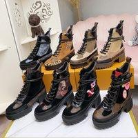 2021 Женщины Дизайнер Роскошный ботинок Мартин Пустыня Boot Flamingos Love Arrow Медаль 100% Натуральная Кожа Грубая Нескользящая Зимняя Обувь Обувь US5-11