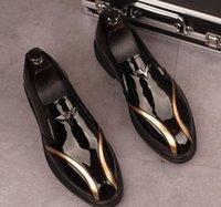 Designer Men Brevetto in pelle Vestito Scarpe Slip-on Punti dita dei piedi Pigorini Lusso Pelle Bright Leather Tacco a tacco basso Partito Flats Shoes Style British Style