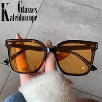 Старинные квадратные солнцезащитные очки женщины 2021 дизайнер негабаритные солнцезащитные очки мужчины ретро желтые очки стиль путешествия UV400