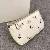 Women Luxurys Designers Bags 2021 Crossbody Bag Handbag designer handbags Zhouzhoubao123 Purse Wallet small daisy series square mahjong embr