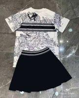 Mujeres Dos piezas Vestido Camisetas y faldas con la letra patrón Traje de moda Outwears Outwears para lady tees Tops Shorts Vestidos Vestidos Sistemas S-L