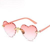 Kişilik Sevimli Kalp Şekli Çerçevesiz Çocuk Güneş Gözlüğü Moda Kadın Güneş Gözlükleri Kız Açık Havada Seyahat UV400 Koruma Gözlük