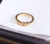 Altın mektup yan taşlar yüzük bayan bayan kadınlar için bague parti düğün severler hediye nişan takı kutusu ile