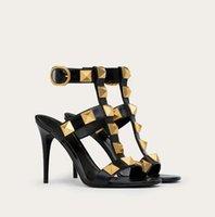 العلامات التجارية الصيفية النساء الصنادل الرومانية الصنادل الأحذية مثير سيدة الصخور ترصيع الكعوب عالية الكمال لطيف المصارع sandalias المشي eu35-43.box