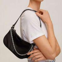 Niche Design Nylon Tasche Einfache Schulter Tragbare Kette Achselhöhle Personal Tasche Weiblich