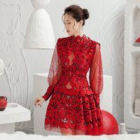섹시한 디자이너 여성 중공 레이스 메쉬 빨간 드레스 2021 패션 늦은 긴 소매 슬림 짧은 파티 클럽 캐주얼 드레스를 통해 봅니다
