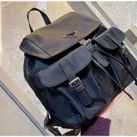 2021 Mochila Unisex Luxury School Bag Designer Mochilas Pretas Mochilas Médio, com bolsos femininos triangulares