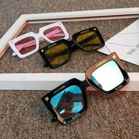 Бесплатный DHL мальчик девушка мода классические солнцезащитные очки детские дети большая квадратная рамка с буквами солнцезащитные очки летом пляж открытый спорт ребенка анти-уклончики очки очки