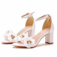 White Bridal Wedding Shoe 2021 Flowers Celebrity Gala Oscar Inspired Formal Chunky Heels 7m Sparkle Prom Shoes Bridesmaid Wear 33-43 Buckle Strap