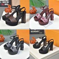 Kadınlar Yüksek Topuk Sandalet Alfabe Lady Terlik Klasik Blok Topuklu Platformu Pompalar Ayak Bileği Kayışı Kadın Ayakkabı Düğün Balo Sandle Kutusu