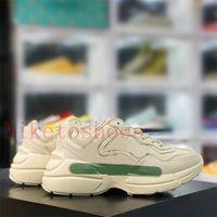 Rhyton Sneaker Italy Designer Shoe Shoes Apple Strawberry Duck Bocca Stampa Luxurys Scarpe Rosso Verde Avorio Pelle Spessore Sole 1980S Casual Sneakers Chunky