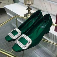 2021 Scarpe formali tallone medio da donna Punta quadrata Blu Verde Fashion Designer Professionale Gold Diamante Diamante Diamante Decorativo Scultura blocco tacco gomma gomma copertura della pompa