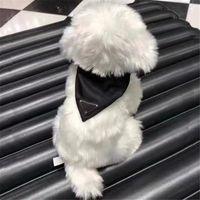Casual Katı Renk Köpek Giyim Mektup Desen Önlüğü Tasarımcı Üçgen Kart Eşarp Kişilik İpek Köpekler Dekorasyon